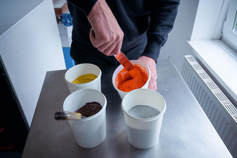 pot-colour-mixing